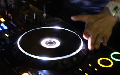 Een lauwe bitterbal of een gare DJ